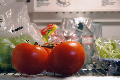 томат в холодильнике