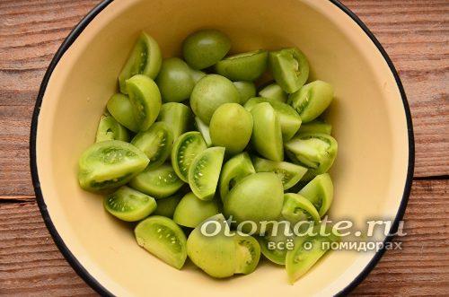 зеленые помидоры помойте и нарежьте
