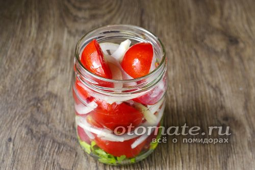 помидоры и лук слоями