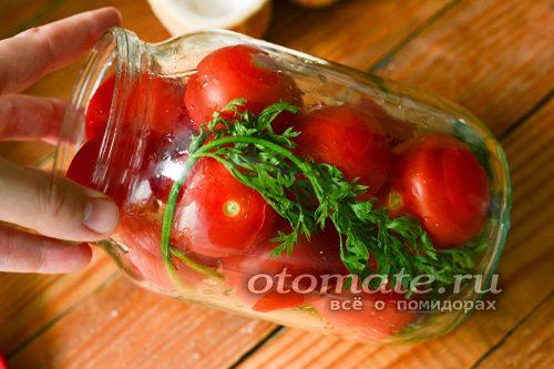 затем уложите плотные помидорины