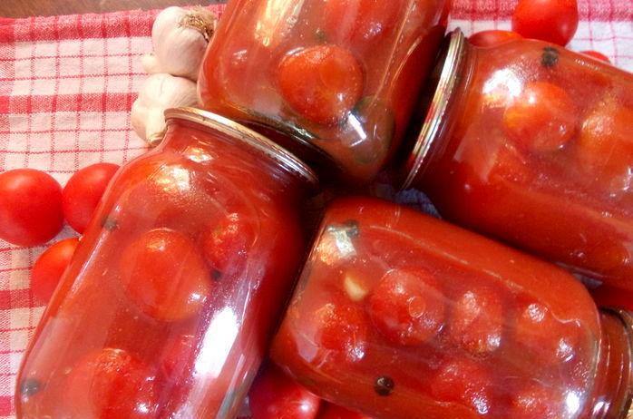 Сегодня я хочу поделиться с вами простым рецептом заготовки томатов.