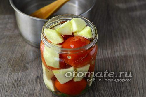 повторно залить банку с томатами маринадом