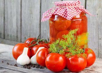 помидоры в банках консервированные