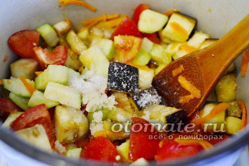солим и приправляем овощи