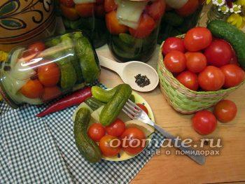 Ассорти из огурцов, помидоров и перца