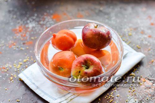 яблоки и помидоры помыть