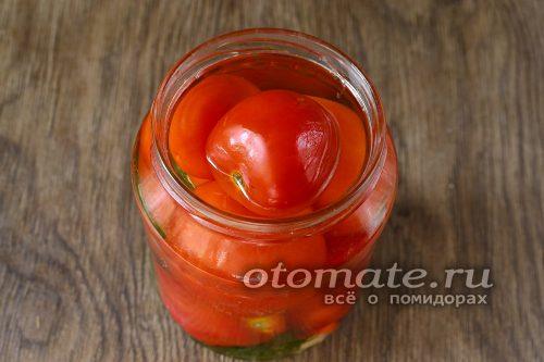 залить томаты рассолом