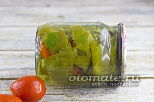 помидоры в виноградных листьях