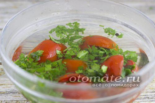 помидоры с зеленью