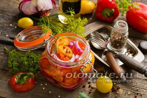 Салат Лакомка из помидор и перца