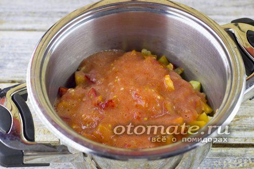 Залить томатной пастой