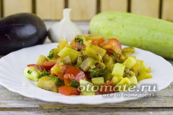 Вкусные тушеные баклажаны с кабачком и помидорами