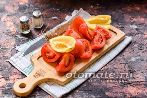 Режем помидоры и перцы