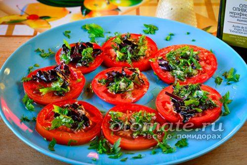 залить помидоры соусом