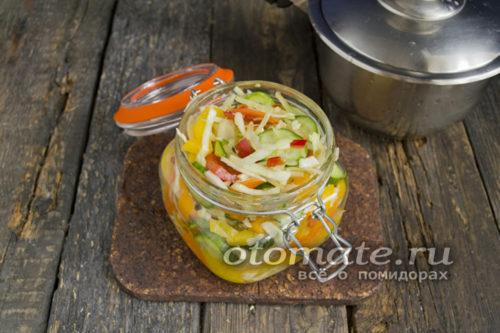 наполняем баночки салатом