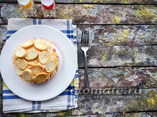 салат коррида с крабовыми палочками и сухариками