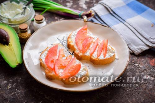 Кладем помидоры