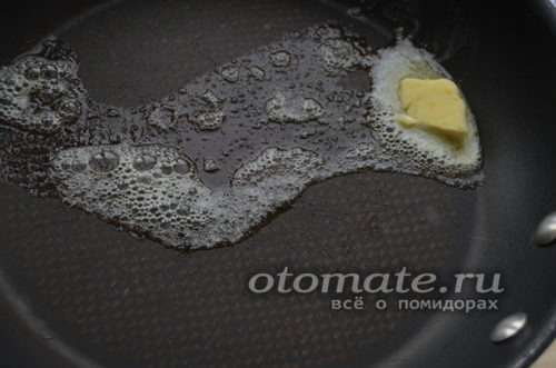 разогреть сковороду