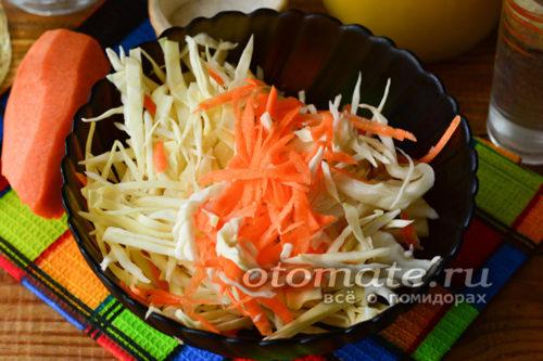 нашинковать капусту, морковь натереть