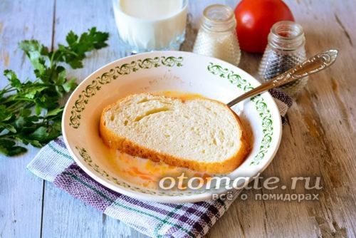 хлеб окунуть в молочно-яичную смесь