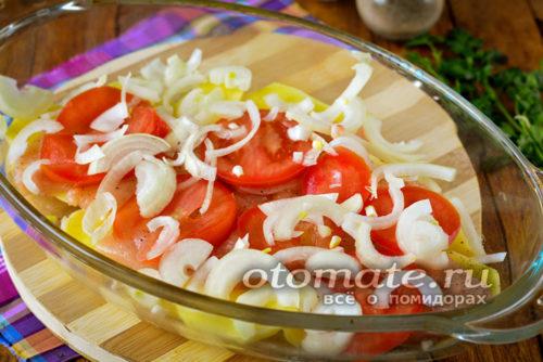 слой помидоров и лука