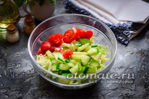 добавить огурцы и помидоры
