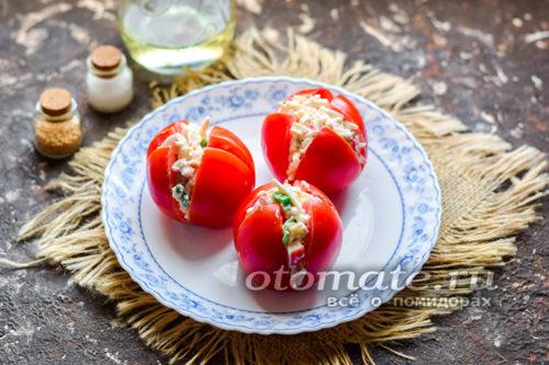 начинить помидоры приготовленной массой