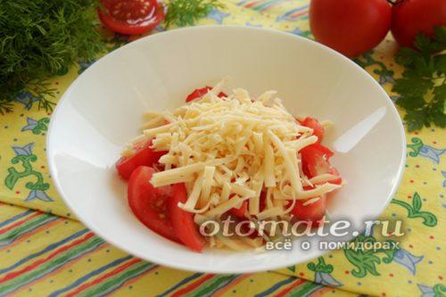 смешать помидор и сыр