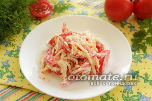 салат выложить на блюдо