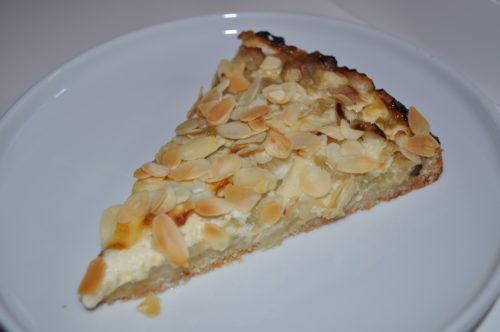 Кусок пирога с ревенем
