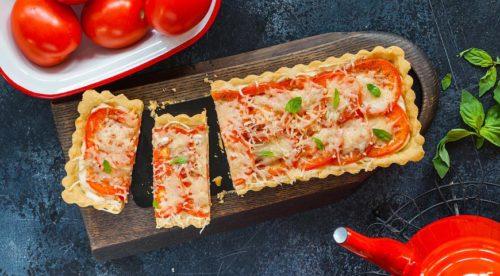 Пирог с томатами и сыром