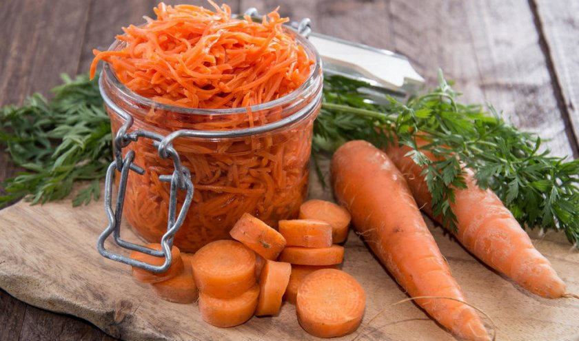 Тертая морковь в банке