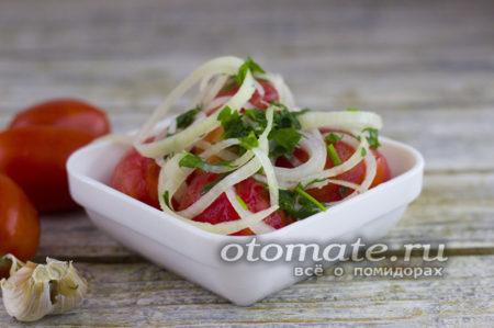 помидоры с чесноком и зеленью