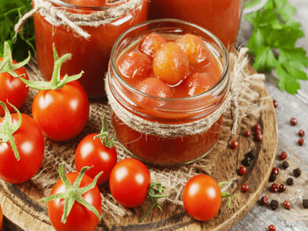 томаты в банке