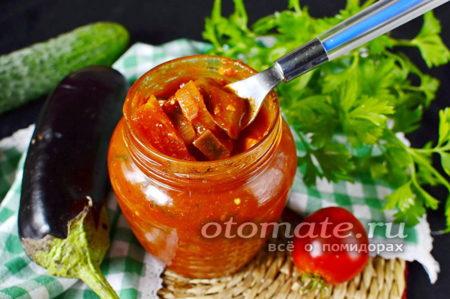 салат из огурцов и баклажанов в томатном соусе