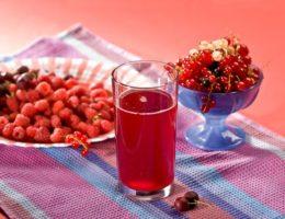 Малиновый сироп в стакане